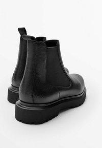 Massimo Dutti - Classic ankle boots - black - 4
