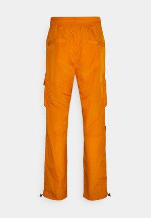 UNISEX SIGNATURE CRINCLE CARGO PANTS - Bojówki - orange