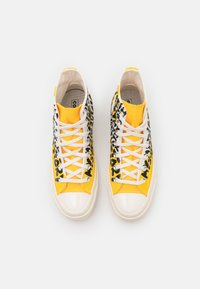 Converse - CHUCK 70 MY STORY - Sneakers high - egret/amarillo/black - 7