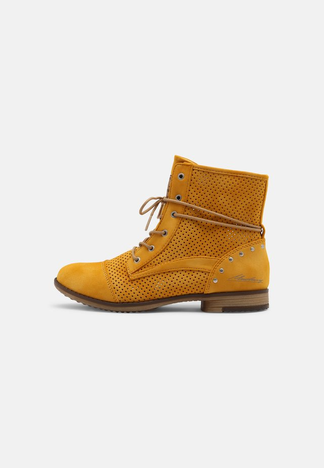 Bottines à lacets - yellow
