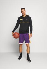 Mitchell & Ness - LA LAKERS NBA AUTHENTIC SHORTS - Short de sport - purple - 1