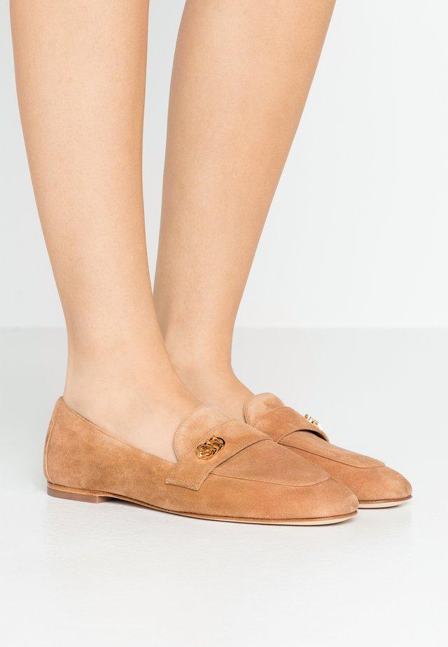 PAYSON LOGO - Scarpe senza lacci - tan