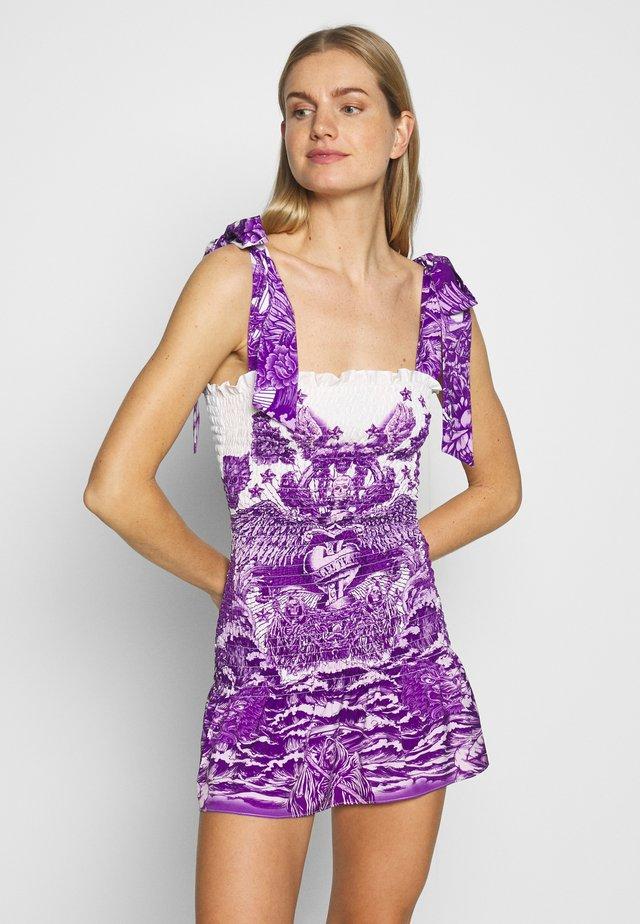 SHIRRED MINI DRESS WITH TIE SHOULDER - Kjole - lilac