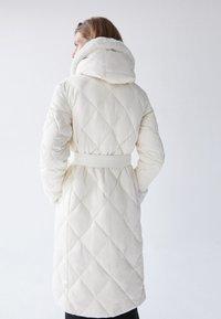 Uterqüe - Classic coat - white - 1