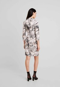 Gestuz - BARANGZ DRESS  - Vestido informal - powder - 2