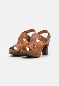 Chie Mihara - EDA - Platform sandals - nilo ocre - 2