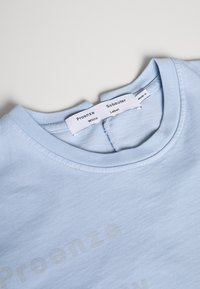 Proenza Schouler - SHORT SLEEVE - T-shirt z nadrukiem - dusty blue/light blue - 2