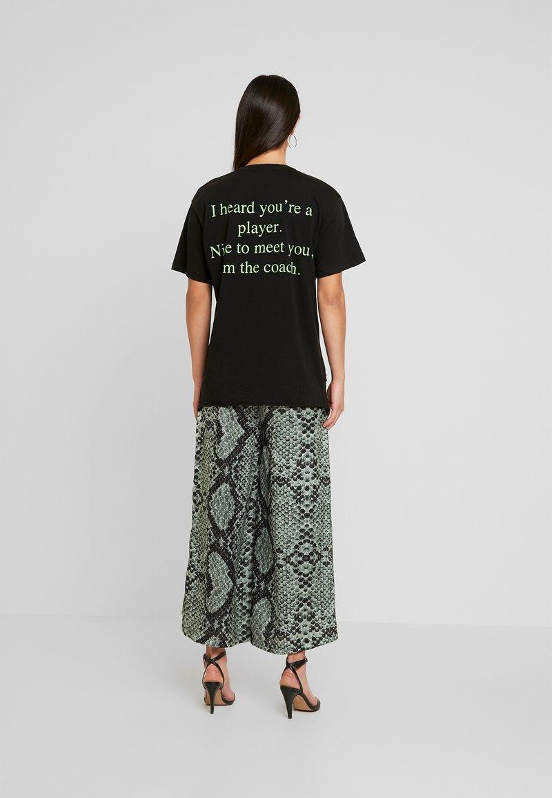 NGHTBRD - PLAYER TEE - T-shirt print - vintage black
