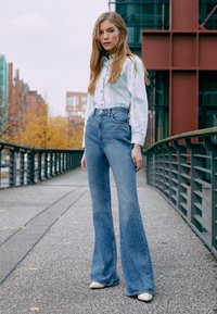 Levi's® - 70S HIGH FLARE - Flared Jeans - standing steady - 3