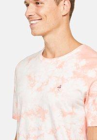 Colours & Sons - Print T-shirt - lachs - 2