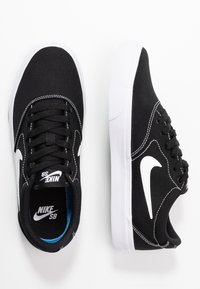 Nike SB - CHARGE - Baskets basses - black/white - 3