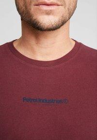 Petrol Industries - Jednoduché triko - burgundy - 5