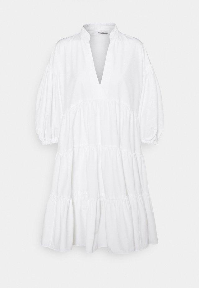 LORETTA - Denní šaty - bianco