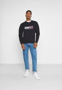 Tommy Jeans - TIMELESS CREW UNISEX - Sweatshirt - black - 1