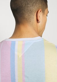 Tommy Jeans - STRIPE TEE - Printtipaita - romantic pink - 3