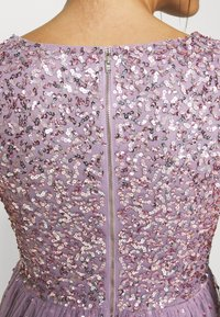 Maya Deluxe - V NECK FLUTTER SLEEVE DRESS WITH SCATTERED SEQUINS - Suknia balowa - lavender - 5