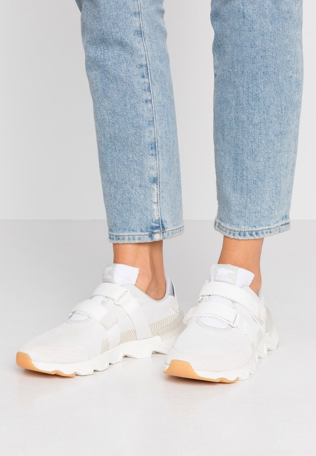 KINETIC LITE STRAP - Sneaker low - white