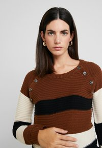 ohma! - NURSING STRIPPED WITH BUTTONS - Trui - brown - 4