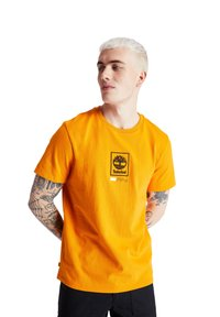 Timberland - SS LOGO PLAY - Print T-shirt - dark cheddar - 0