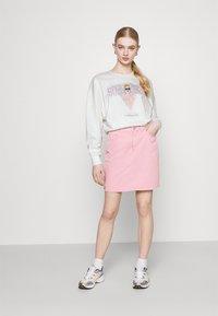 ONLY - ONLLUCINDA LIFE SHORT GIRLS BOX - Sweatshirt - cloud dancer/superhero - 1