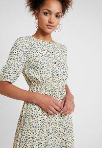 Vero Moda - VMMINNIE CALF DRESS - Robe chemise - mellow yellow - 4