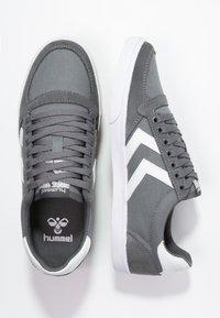 Hummel - SLIMMER STADIL - Sneakers laag - castle rock/white - 1