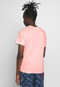 Nike Sportswear - CLUB TEE - T-shirt - bas - washed coral - 2