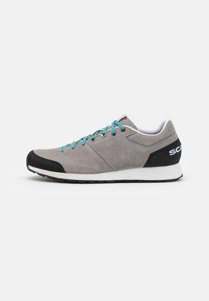 KALIPÈ LITE - Hiking shoes - gray