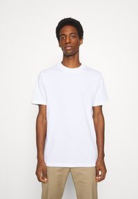 Selected Homme - SLHRELAXCOLMAN O NECK TEE - Basic T-shirt - bright white - 0