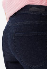 BRAX - STYLE SHAKIRA - Slim fit jeans - clean dark blue - 4