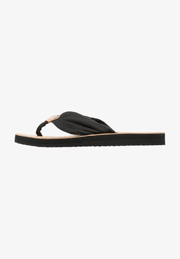 LEATHER FOOTBED BEACH SANDAL
