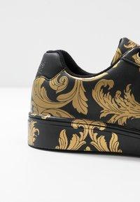 Versace Jeans Couture - CAP SOLE - Tenisky - nero/oro - 2