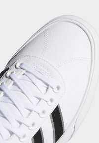 adidas Originals - DELPALA SHOES - Baskets basses - white - 6