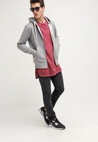 Urban Classics - Basic T-shirt - burgundy - 1