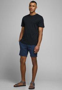 Jack & Jones - JJILINEN JJCHINO - Shorts - dark blue - 3