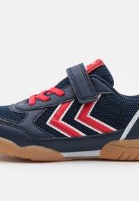 Hummel - AEROTEAM 2.0 JR VC UNISEX - Sports shoes - black iris - 5