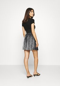 Guess - PAGE  - Pleated skirt - black - 2