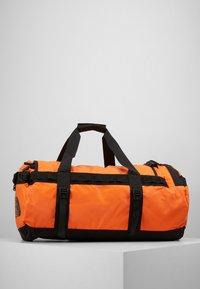 The North Face - BASE CAMP DUFFEL M UNISEX - Sports bag - persian orange/black - 3