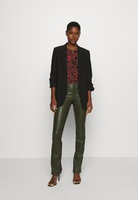 Ibana - LUCILLE - Leather trousers - green - 1