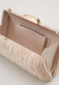 Forever New - GISELLE GATHERED DETAIL HARDCASE - Clutch - bronze - 4