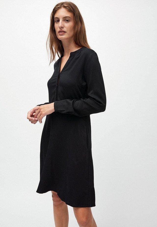 INAARI - Korte jurk - black