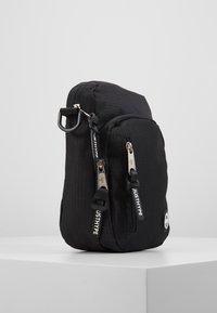 Hype - SIDEBAG - BLACK ROADMAN - Taška spříčným popruhem - black - 4