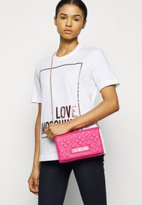 Love Moschino - Across body bag - fuxia - 0