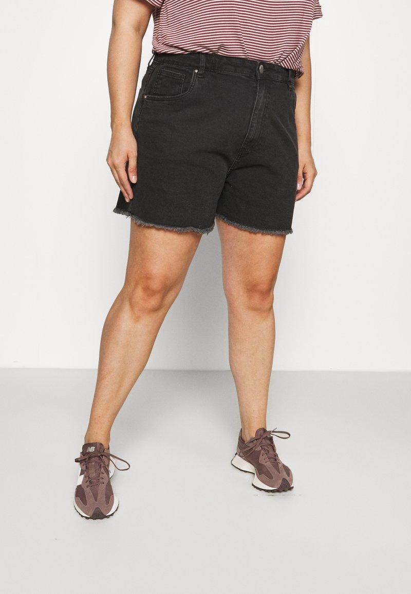 Cotton On Curve - MOM HIGH WAIST - Shorts di jeans - midnight black