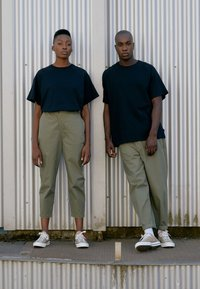 Converse - SHAPES TRIANGLE FRONT UNISEX - Trousers - field surplus - 5