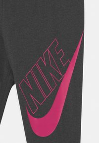 Nike Sportswear - FAVORITES - Legíny - black heather/fireberry - 2