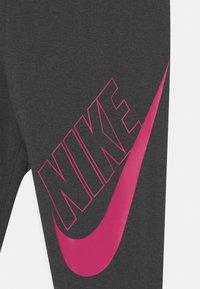 Nike Sportswear - FAVORITES - Legging - black heather/fireberry - 2
