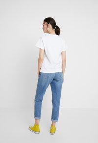 Wemoto - NIZE CROPPED - T-shirts print - white - 2