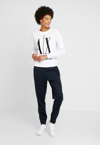 Armani Exchange - TROUSER - Tracksuit bottoms - navy