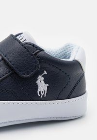 Polo Ralph Lauren - THERON IV LAYETTE UNISEX - First shoes - navy tumbled/white - 5